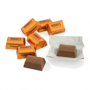hershey-vuông- kẹo-giòn-hạnh-nhân-3-socolamy.com