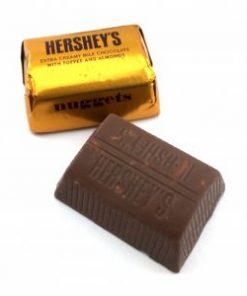 hershey-vuông- kẹo-giòn-hạnh-nhân-4-socolamy.com