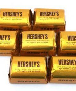 hershey-vuông- kẹo-giòn-hạnh-nhân-5-socolamy.com
